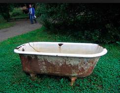 Демонтаж ванны старых чугунных ванн